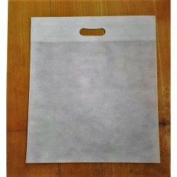 Non woven D cut 9 x 12-50 gsm 10kg approx 1100 bags